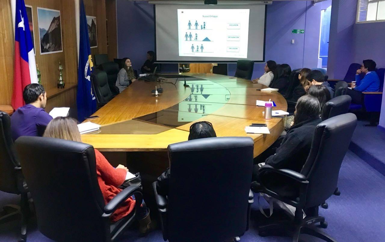 Abogada del convenio CAJTA-SENADIS capacita sobre Normas de Inclusión Laboral de Personas con Discapacidad a funcionarios de la Municipalidad de Arica