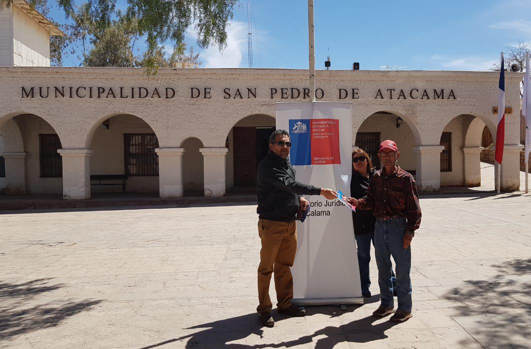Consultorio Jurídico Móvil de San Pedro de Atacama realizó distribución de dípticos informativos