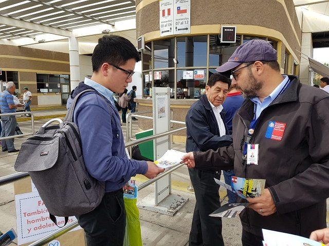 Servicios Públicos de Perú y Chile entregaron información en paso fronterizo Chacalluta