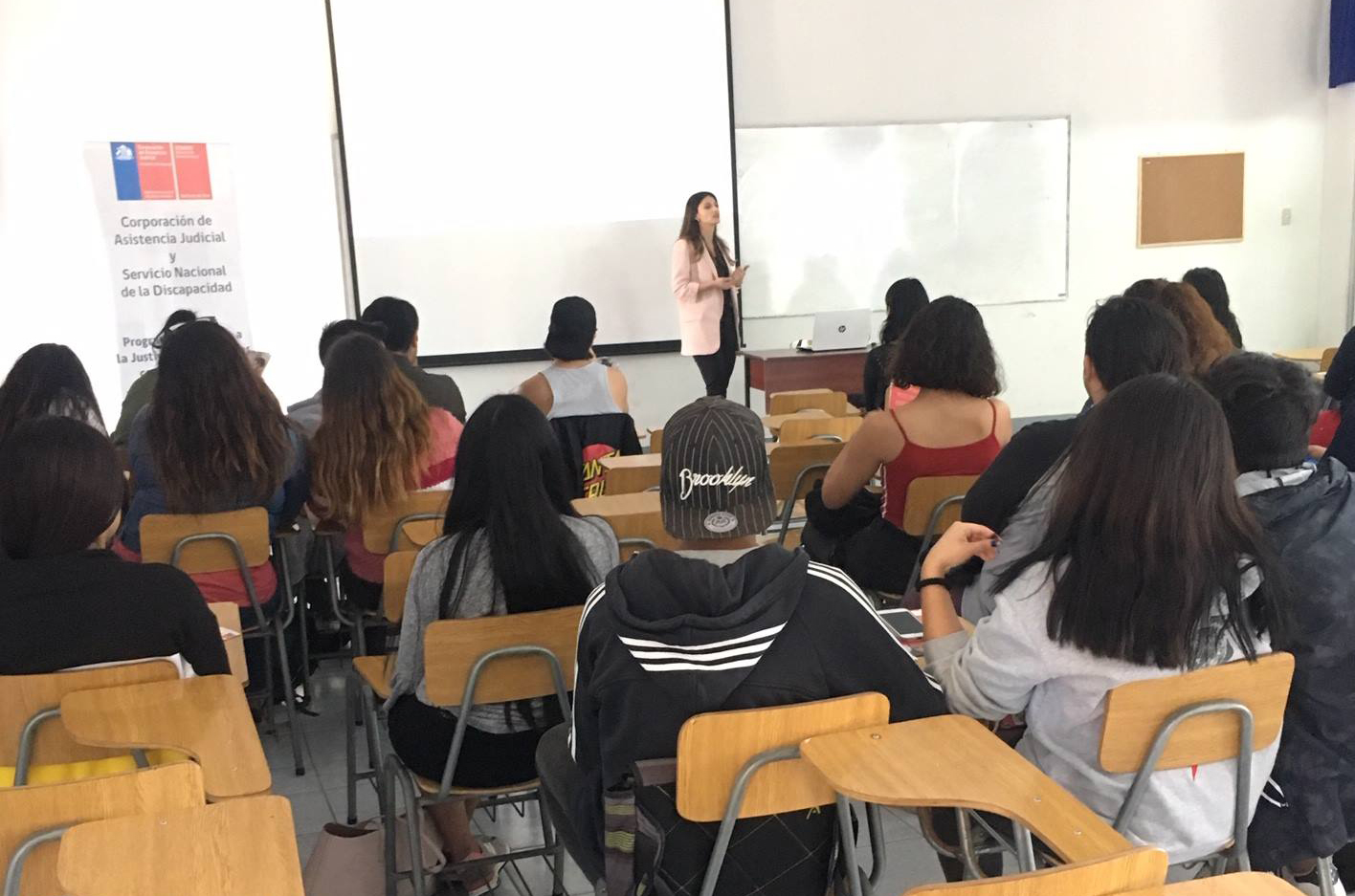 Abogada CAJTA-SENADIS capacita a alumnos de la Carrera de Derecho de la Universidad de Tarapacá