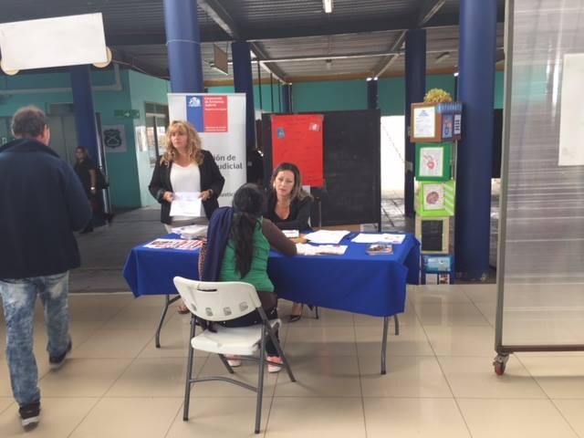 Centro de Familia realiza labor en terreno para difundir la campaña sobre familia