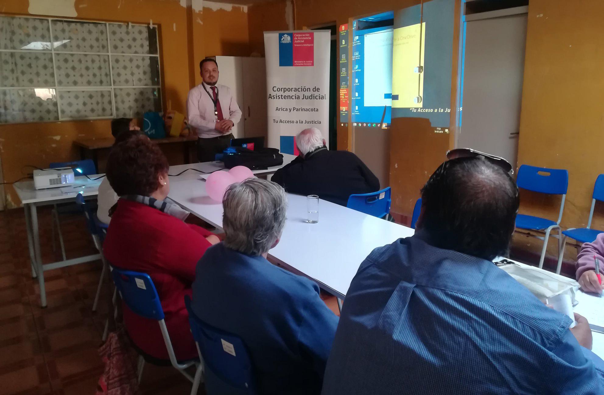 Consultorio Jurídico de Arica participa en charla al Club Adulto Mayor Rosa de Maipú