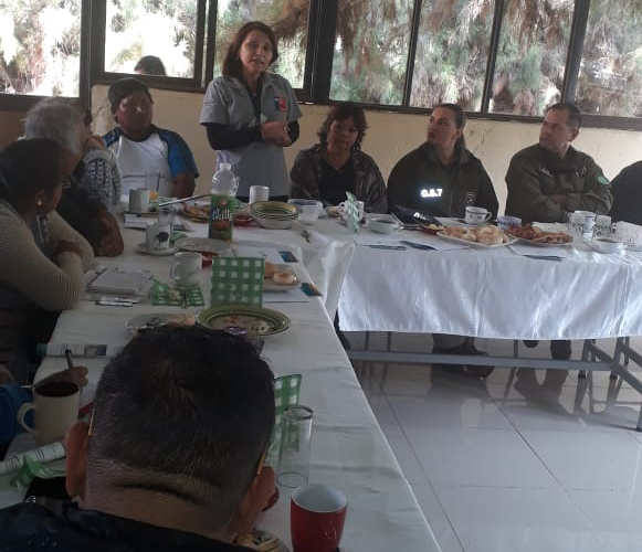 Consultorio Jurídico Móvil de Arica y Parinacota participa en reunión con Carabineros de Valle de Lluta